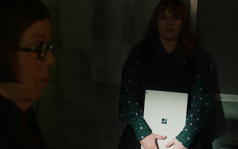 Microsoft Surface Tablet Used by Renée Felice Smith as Special Agent Nell Jones in NCIS Los Angeles (2)