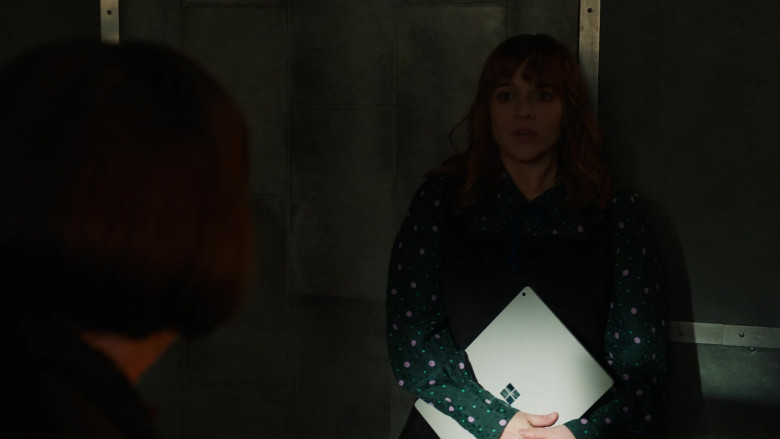 Microsoft Surface Tablet Used by Renée Felice Smith as Special Agent Nell Jones in NCIS Los Angeles (3)