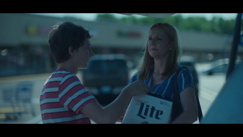 Miller Lite Beer Held by Laura Linney as Wendy Byrde in Ozark S03E02 Civil Union (1)