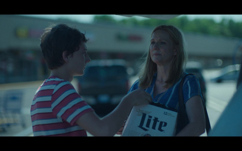 Miller Lite Beer Held by Laura Linney as Wendy Byrde in Ozark S03E02 Civil Union (1)