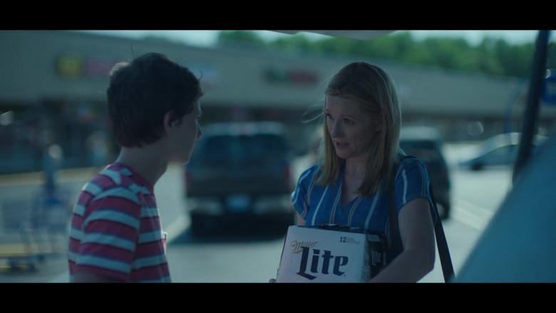 Miller Lite Beer Held by Laura Linney as Wendy Byrde in Ozark S03E02 Civil Union (2)