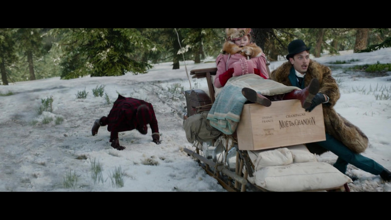 Moët & Chandon Champagne Wood Box in The Call of the Wild (2)