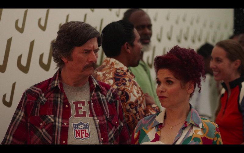 NFL T-Shirt in Avenue 5 S01E09 Eight Arms but No Hands (1)