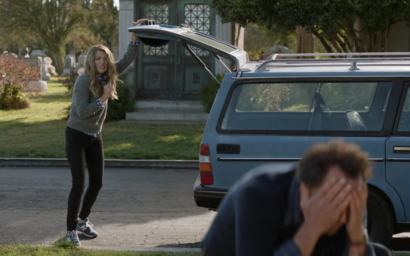 New Balance Sneakers For Women in The Unicorn S01E18 (1)