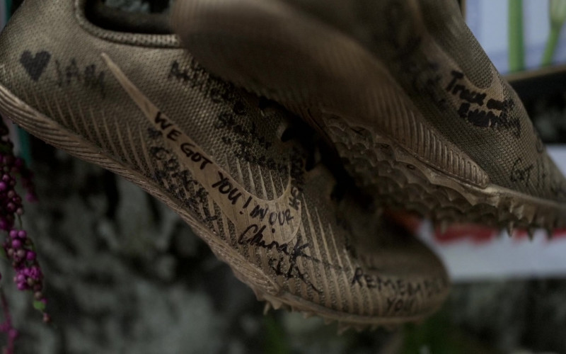 Nike Shoes in Amazing Stories S01E02 The Heat (2)