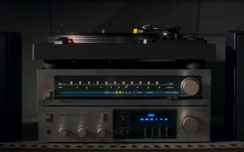 Pioneer Stereo in On My Block S03E06 (1)