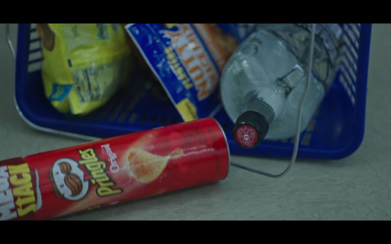 Pringles Original Potato Chips in Ozark S03E10 All In