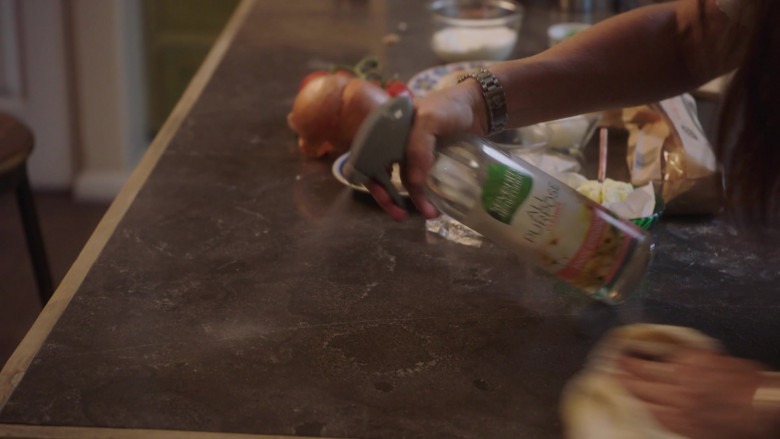 Seventh Generation All Purpose Cleaner in Better Things S04E05
