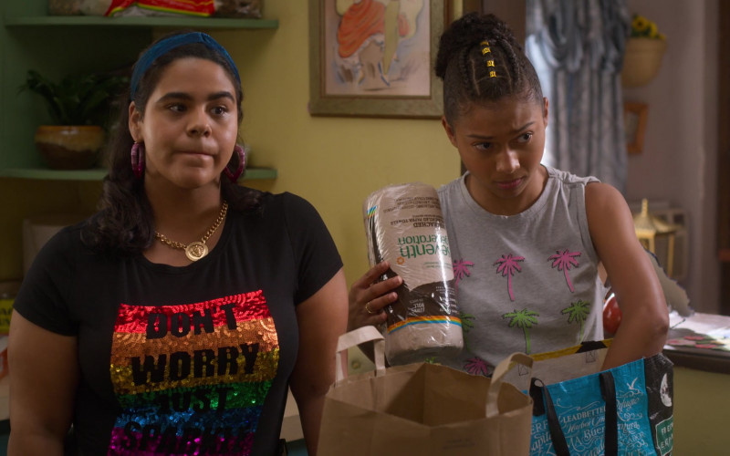 Seventh Generation Paper Towels Held by Sierra Capri as Monse Finnie in On My Block S03E06