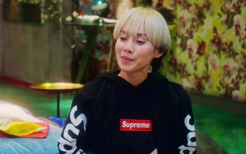 Supreme Black Hoodie in Followers S01E04 Flaming (5)