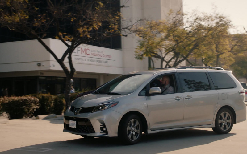 Toyota Sienna Car Driven by Chris Sullivan as Toby Damon in This Is Us S04E18 (2)