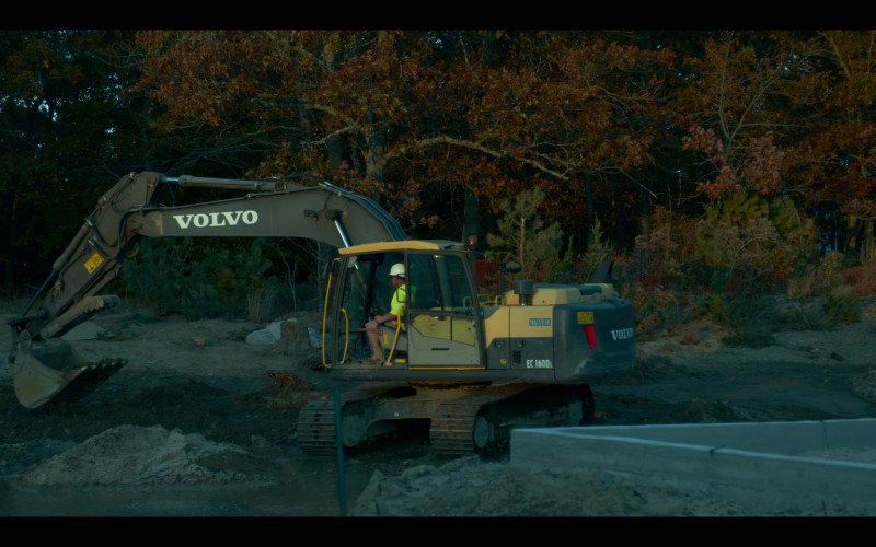Volvo Excavator in Lost Girls (2020)