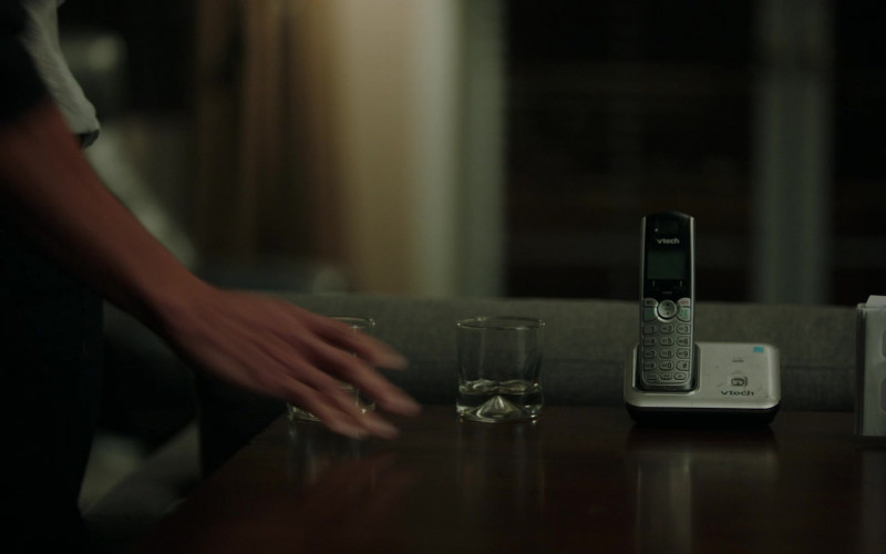 Vtech Phone in Stumptown S01E18 All Hands on Dex (2020)