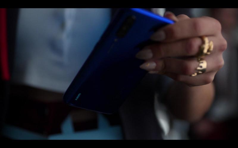 Xiaomi Blue Smartphone in Elite S03E07 Nadia y Omar