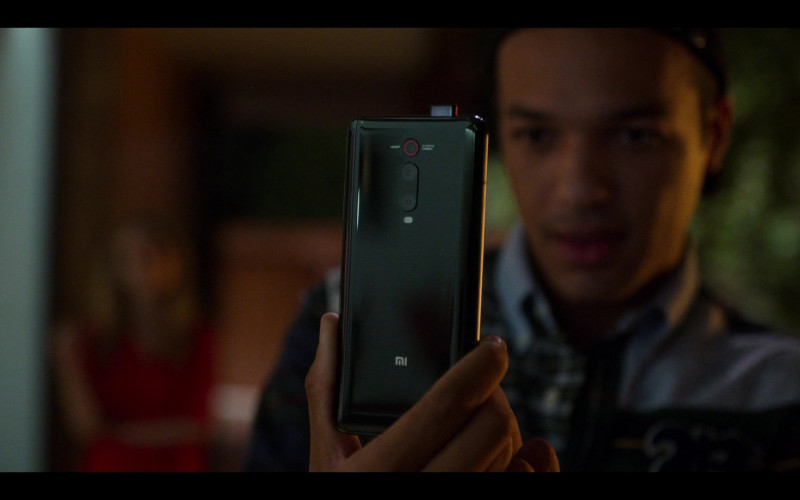 Xiaomi Mobile Phone in Elite S03E06 Rebeca (2020)