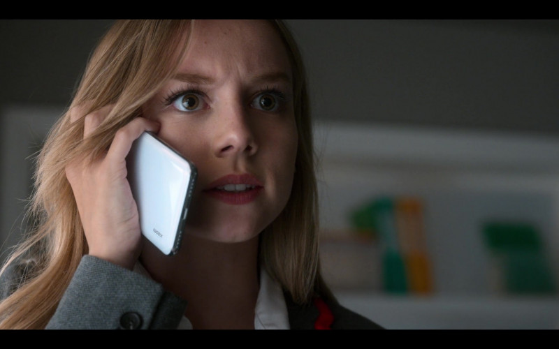 "Xiaomi Smartphone Used by Ester Expósito as Carla Rosón Caleruega in Elite S03E01 ""Carla"""