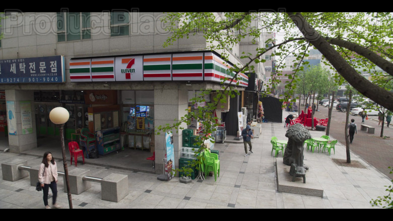 7-Eleven Store in Extracurricular S01E01 (2020)