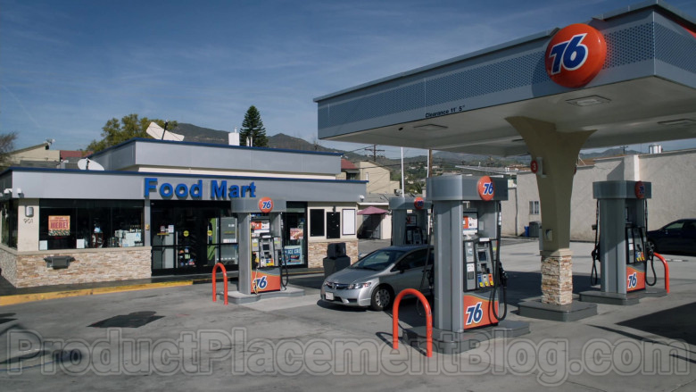 76 Gas Station in Single Parents S02E18 (1)