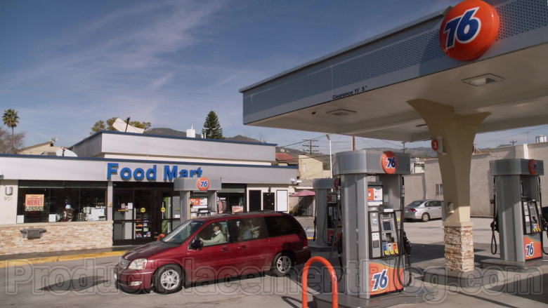 76 Gas Station in Single Parents S02E18 (2)