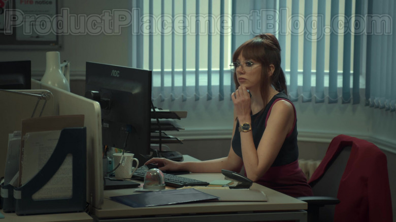 AOC Monitor of Diane Morgan in After Life S02E04 Netflix TV Series (1)