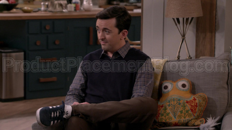 Adidas Sneakers of Matt Cook as Lowell in Man with a Plan S04E04 (2)
