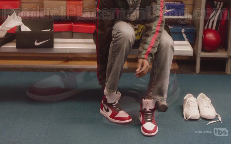 Air Jordan Red & White Sneakers by Nike in The Flash S03E04 (2)
