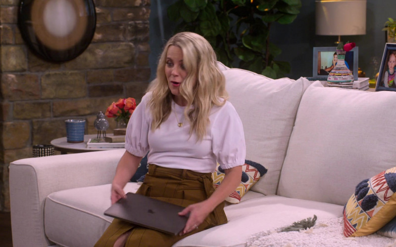 Apple MacBook Laptop Held by Allison Munn as Cassy in The Big Show Show S01E01