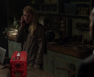 Apple MacBook Laptop Used by Claire Danes as Carrie Mathison in Homeland S08E09 (2)
