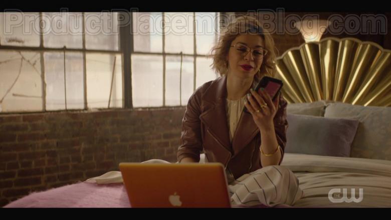 Apple MacBook Laptop Used by Julia Chan in Katy Keene S01E10 (2)