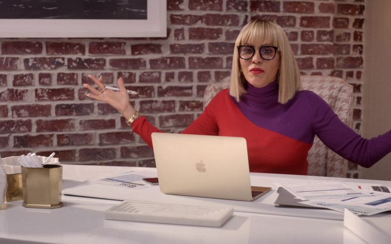 Apple MacBook Laptop Used by Nicole Ari Parker as Giselle Sims-Barker in Empire S06E15 (1)