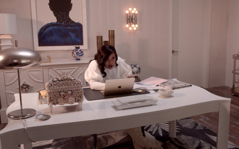 Apple MacBook Laptop Used by Taraji P. Henson As Cookie in Empire S06E15 (1)