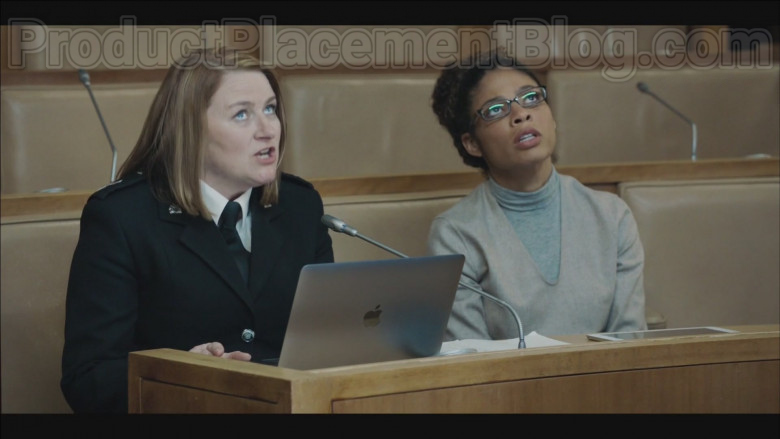 Apple MacBook Laptop in Code 404 S01E03 (2020)