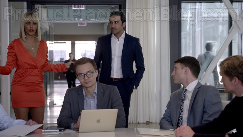 Apple MacBook Laptop in Empire S06E18 Home Is on the Way (2020)