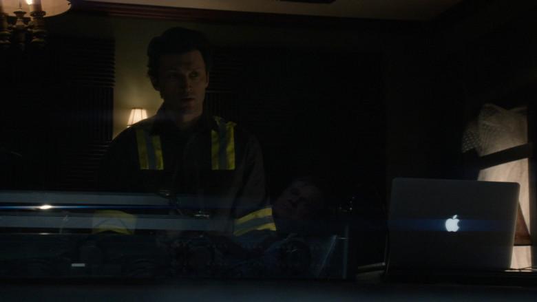 Apple MacBook Laptop in The Blacklist S07E13 (1)