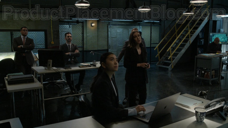 Apple MacBook Laptop in The Blacklist S07E15
