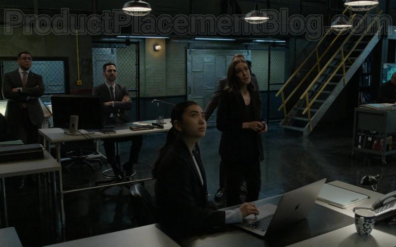 Apple MacBook Laptop in The Blacklist S07E15