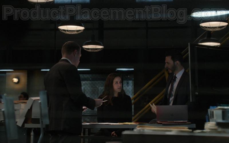 Apple MacBook Laptop in The Blacklist S07E16 Nyle Hatcher (1)