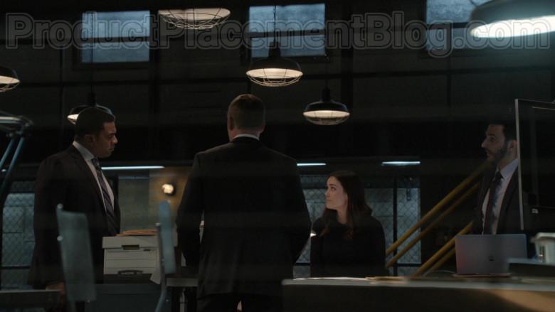 Apple MacBook Laptop in The Blacklist S07E16 Nyle Hatcher (2)
