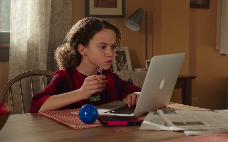 Apple MacBook Laptop of Chloe Coleman as Sophie in My Spy (1)