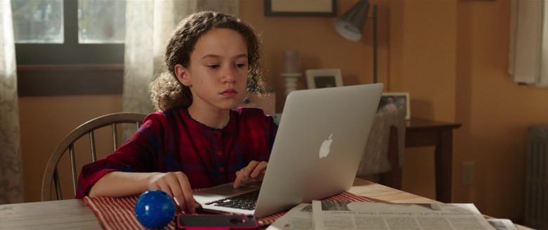 Apple MacBook Laptop of Chloe Coleman as Sophie in My Spy (2)
