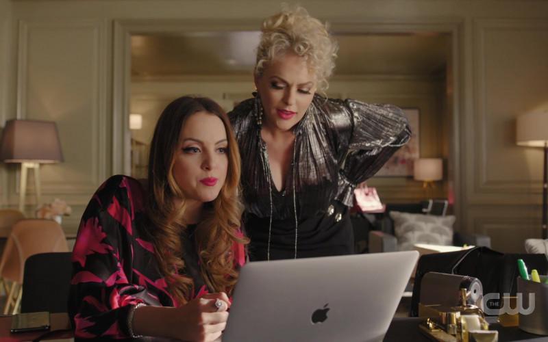 Apple MacBook Laptop of Elizabeth Gillies as Fallon Carrington in Dynasty S03E17 (2)