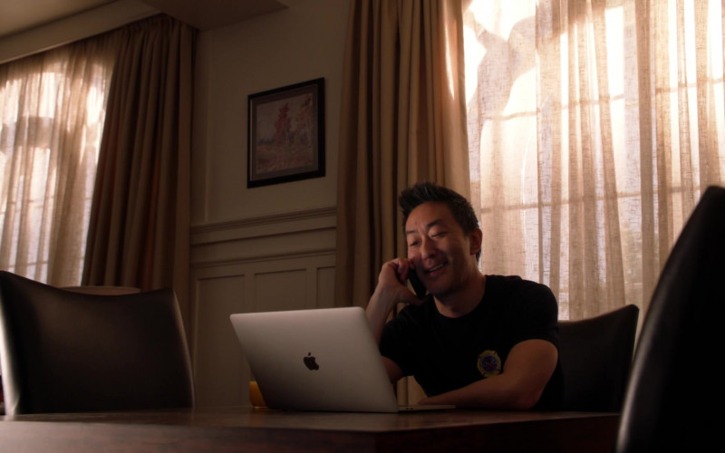 Apple MacBook Laptop of Kenneth Choi as 'Howie'-'Chimney' in 9-1-1 S03E14