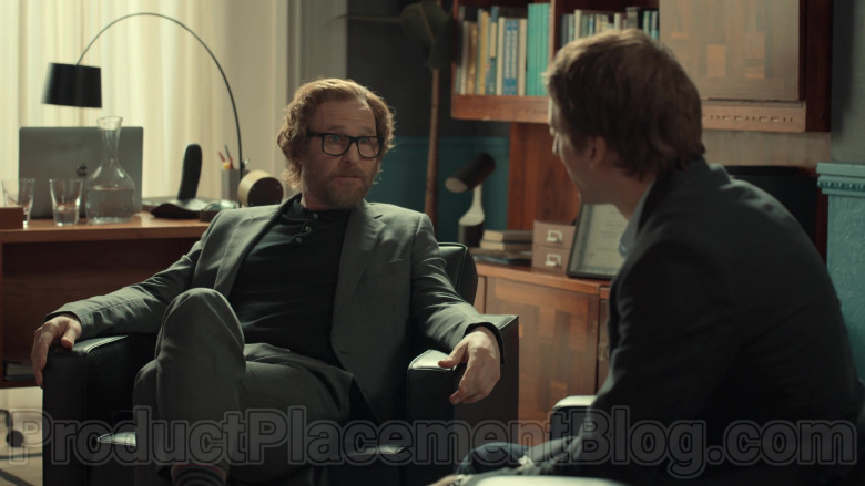 Apple MacBook Laptop of Paul Kaye as Tony's Psychiatrist in After Life S02E01 (1)