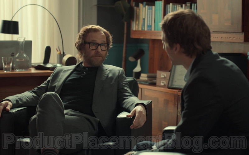 Apple MacBook Laptop of Ray-Ban Eyeglasses of Paul Kaye as Tony's Psychiatrist in After Life S02E01 (1)