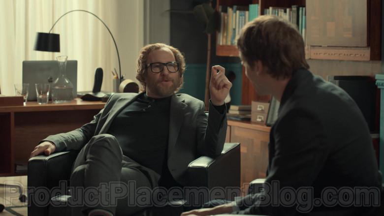 Apple MacBook Laptop of Paul Kaye as Tony's Psychiatrist in After Life S02E01 (2)