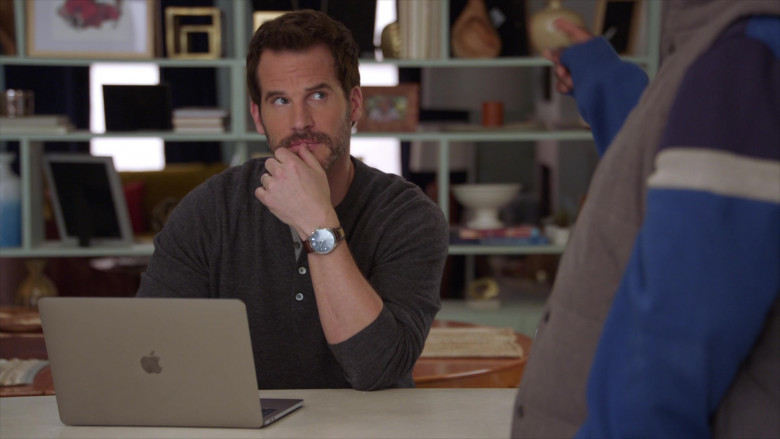 Apple MacBook Laptop of Ryan Gaul as Josh in The Last O.G. S03E01 (1)