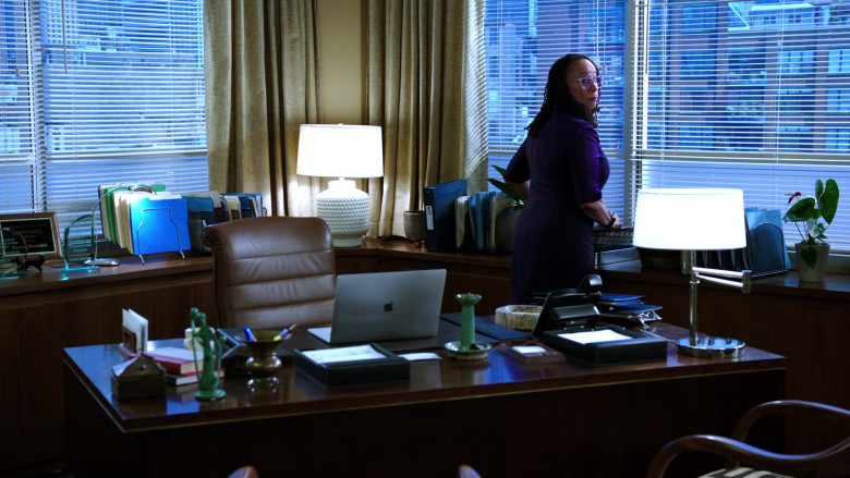 Apple MacBook Laptop of S. Epatha Merkerson as Sharon Goodwin in Chicago Med S05E19 (1)