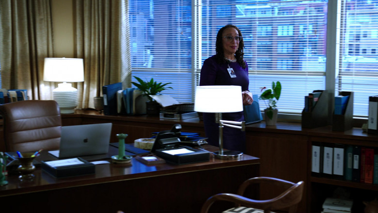 Apple MacBook Laptop of S. Epatha Merkerson as Sharon Goodwin in Chicago Med S05E19 (2)
