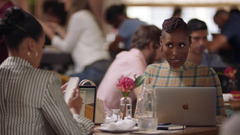 Apple MacBook Laptops in Insecure S04E01 (3)
