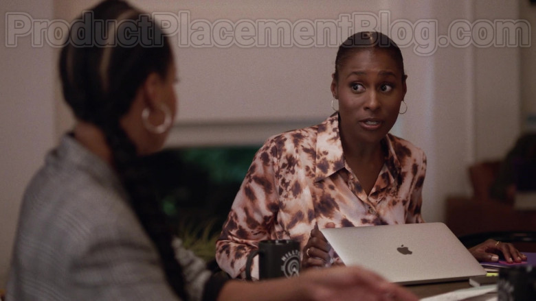 Apple MacBook Laptops in Insecure S04E02 Lowkey Distant (2)